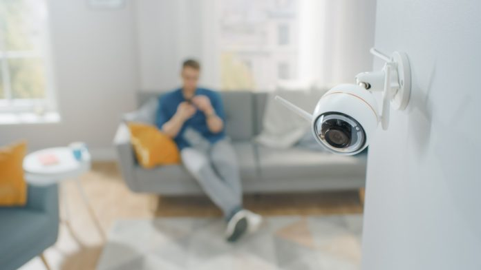 surveiller son domicile à l'aide de son smartphone et de caméras